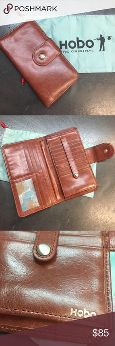 Hobo brown leather wristlet wallet Great condition wallet that converts into a wristlet. Make an offer ✨ HOBO Bags Wallets