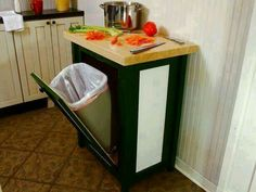 DIY Kitchen Makeover Ideas - Build A Trash Bin With A Butcher Block Countertop - Cheap Projects Projects You Can Make On A Budget - Cabinets, Counter Tops, Paint Tutorials, Islands and Faux Granite. Tutorials and Step by Step Instructions Sweet Home, Diy Network, Countertops, Trash Bins, Home Diy, Diy Kitchen, Kitchen Trash Cans, Diy Storage, Butcher Block Countertops