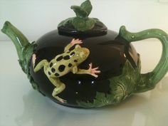 Vintage green Frog teapot from Bergschrund in Pacific Palisades, Los Angeles, CA, USA ~ Krrb