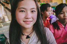 bé gái người Mông ( vietnamese)