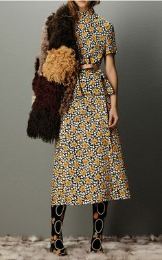 Marni Flash Collection Pre-Fall 2015 Trunkshow Look 18 on Moda Operandi - cool dress but would need to lose the wooly thing Fashion Mode, High Fashion, Fashion Show, Womens Fashion, Fashion Trends, Couture Fashion, Look Retro, Vestidos Vintage, Fashion Designer