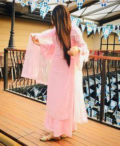 Best Trendy Outfits Part 9 Punjabi Suits Party Wear, Party Wear Indian Dresses, Pakistani Dresses Casual, Dress Indian Style, Pakistani Dress Design, Punjabi Suit Patiala, Indian Suits Punjabi, Patiala Dress, Punjabi Girls