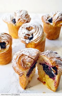 Blueberry Cruffins (Crossiant + Muffins) | The Busy Spa… na Stylowi.pl