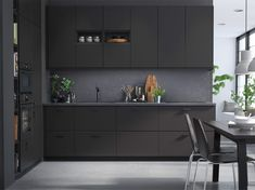 Is it be possible to use recycled waste instead of new materials in an IKEA kitchen? Meet KUNGSBACKA kitchen fronts - made from recycled wood and recycled PET bottles. Brown Cabinets, Ikea Cabinets, Modern Kitchen Cabinets, Modern Kitchen Design, Kitchen Decor, Black Kitchens, Black Ikea Kitchen, Modern Kitchens, Cuisines Design
