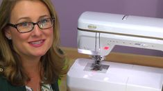 The Digital Dual Feed attachment and compatible feet are great for pulling layers of fabric through your machine evenly and easily! Watch as Sara shows you h...