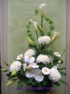 white and green floral arrangements Altar Flowers, Church Flowers, Funeral Flowers, Ikebana, Funeral Floral Arrangements, Easter Flower Arrangements, Arte Floral, Corporate Flowers, Sympathy Flowers