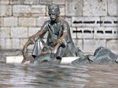 #JózsefAttila #Dunánál #árvíz2013 Prague, Hungary, Vienna, The Good Place, Street Art, Sculptures, Urban, Monuments, Amazing Places