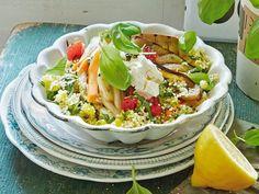 Basilikum Couscous mit Grillgemüse - 14 leichte Salate http://www.fuersie.de/kochen/rezeptideen/galerie/rezepte-fuer-leichte-gemuesegerichte#content-top