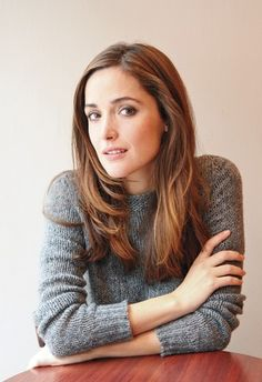 Celebs Kibbe-typed by ME Rose Byrne - Kibbe Dramatic Traditional (in my view) Article Physique: List Mary Rose Byrne, Rose Byrne Hair, Rose Byrne Style, Foto Cv, Head Band, Timeless Beauty, Hollywood, Beautiful Actresses, Hair Looks