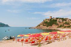 Volete rilassarvi in un angolo di paradiso?!? Allora venite al sole dello stabilimento balneare di #torredelporticciolo   #Alghero   #Sardegna   #italy