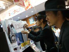 [Champagne]川上洋平・庄村2013/6/28 CD販売担当アサダです! 昨日遊びに来て下さったお客様!! [Champagne]皆様です。(Ba.の磯部さんはご欠席でした)/SHIBUYA TSUTAYA