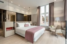 View deals for NH Collection Amsterdam Grand Hotel Krasnapolsky. WiFi is free, and this hotel also features a restaurant and a bar. Design Exterior, Interior Design, Design Commercial, Hotel Room Design, Quality Hotel, Hotel Decor, Hotel Interiors, Grand Hotel, Modern Bedroom