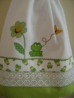 PANO  DE  PRATO | by Costura com Arte . Dish Towels, Hand Towels, Tea Towels, Diy And Crafts, Arts And Crafts, Cute Aprons, Different Stitches, Decorative Towels, Patchwork Bags