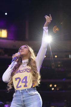 Watch Beyonce, Alicia keys, Others Perform At Kobe Bryant's Memorial Ceremony Beyonce Style, Beyonce And Jay, Beyonce Knowles, Beyonce Pics, Beyonce Memes, Beyonce Album, Beyonce Quotes, Destiny's Child, Artists