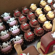 The video consists of 23 Christmas craft ideas. Farm Animal Cupcakes, Farm Animal Party, Farm Animal Birthday, Barnyard Party, Horse Birthday, Cowboy Birthday, Farm Birthday, Farm Party, Cowboy Baby Shower