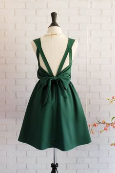 I love the color and back of this dress. The front not so much.