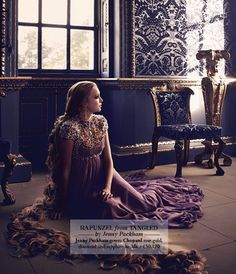 Editorial da campanha da Harrods do natal de 2012. 10 estilistas famosos fizeram 10 vestidos inspirados nas princesas em parceria com a Harrods para estralar em suas vitrines maravilhosas. Rapunzel veste Jenny Packmam.