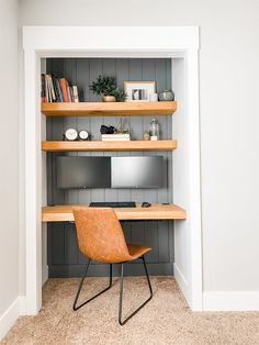 Tiny Home Office, Home Office Closet, Small Home Offices, Small Space Office, Guest Room Office, Office Nook, Home Office Setup, Home Office Space, Home Office Design