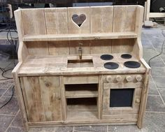 Just have a look at the grace of the kid's mud kitchen made with recycled pallets wood. If you have a little princess at your home and she demands to have her own kitchen then this pallets mud kitchen is best to present her as a gift and to make her wish came true.
