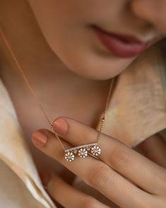 Jewelry Design Earrings, Gold Earrings Designs, Jewellery Designs, Fancy Jewellery, Designer Jewellery, Diamond Jewellery, Jewelry Shop, Jewelry Ideas, Fine Jewelry