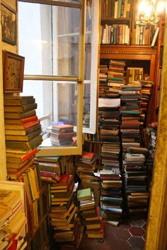 inlaterdays:  prettybooks:  Inside Shakespeare & Co, Paris   (by thegreatgracie)    can i just live here