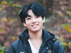 he's wearing two different earrings & I love it