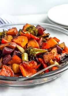 Balsamic Honey Roasted Vegetables are the best way to eat your veggies! Oven-roasted until tender, any medley of vegetables works for this recipe for a healthy and easy side to any lunch or dinner. These Balsamic Honey Roasted Vegetables are also a great Side Dishes Easy, Side Dish Recipes, Recipes Dinner, Veggie Recipes Sides, Italian Side Dishes, Dinner Ideas, Clean Eating, Healthy Eating, Healthy Life
