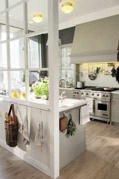 51 Lovely Open Kitchens with Unique Partitions and Room Dividers kitchendesign kitchenremodel kitche Farmhouse Style Kitchen, Modern Farmhouse Kitchens, Home Decor Kitchen, New Kitchen, Home Kitchens, Kitchen Ideas, Updated Kitchen, Kitchen Pantry, Kitchen Design Open