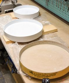 Create a round serving tray using a concrete form and some scrap mdf. Round tray, round serving tray, DIY round tray, make your own circular tray, concrete form ideas Diy Concrete Planters, Concrete Bowl, Concrete Forms, Wall Planters, Succulent Planters, Concrete Design, Succulents Garden, Plaster Crafts, Concrete Crafts