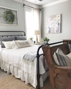 Adorable 60 Farmhouse Style Master Bedroom Decoration Ideas https://homevialand.com/2017/07/14/60-farmhouse-style-master-bedroom-decoration-ideas/