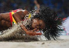 La española Juliet Itoya compite en la prueba de salto de longitud.