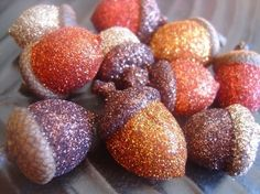 Great Fall/Thanksgiving Decoration: Glitter Acorns!