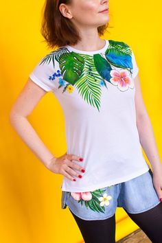 TROPIKI Hand painted t-shirt with tropical flowers! Bright colors for your summer :) It is the unique t-shirt and the only one piece! SIZE M IS READY TO SHIP S - Width - length - M - Width - length - L - T Shirt Painting, Fabric Painting, Fabric Paint Designs, Embroidery Hearts, Girl Trends, Customise T Shirt, Fabric Markers, Painted Clothes, Altering Clothes