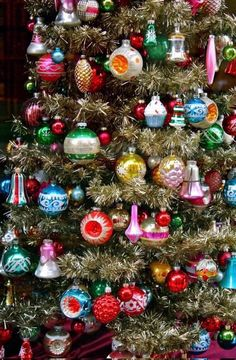 Vintage Weihnachtsschmuck Best Picture For christmas snacks For Your Taste You are looking for something, and it is going to tell you exactly what you are looking for, and you … Small Christmas Trees, Christmas Scenes, Noel Christmas, Christmas Tree Decorations, Christmas Tree Ornaments, Christmas Crafts, Retro Christmas Tree, Christmas Mantles, Silver Christmas