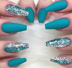 If you love nature, you will not miss the teal nail designs. Teal nails are inspired by the color of the grass and the water of nature. The nail art looks beautiful and natural. It gives girls a peace Teal Nail Designs, Cute Acrylic Nail Designs, Best Acrylic Nails, Nails Design, Sparkle Nail Designs, Best Nail Art Designs, Salon Design, Teal Nails, Sparkle Nails
