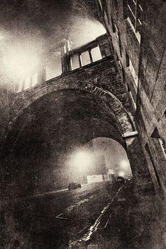 "Laurence Winram, 2007. ""Edinburgh - Dead of Night"". S)"