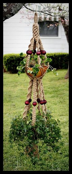 Merlot, A Handmade Natural Jute Macrame Double Plant Hanger – makrome – Kreativ Macrame Plant Hanger Patterns, Macrame Plant Holder, Macrame Patterns, Jute, Macrame Design, Macrame Projects, Macrame Knots, Hanging Plants, Plant Hangers