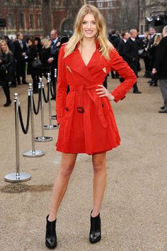 Leave it to Lily Donaldson to bring a bright pop of color to London Fashion Week, thanks to her brilliantly red trench! Lily Donaldson, Love Lily, Models Off Duty, Victoria Secret Fashion Show, Vogue Paris, Trench, Catwalk, Color Pop, Autumn Fashion