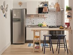 40 Fabulous Small Apartment Kitchen Ideas To Maximize The Room - When doing a small kitchen design for an apartment, either a corridor kitchen design or a line layout design will be best to optimize the workflow. Small Apartment Kitchen, Small Space Kitchen, Home Decor Kitchen, Interior Design Kitchen, Home Kitchens, Kitchen Ideas, Small Spaces, Nice Kitchen, Kitchen Dining