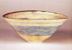 Lucie Rie Ceramic Studio, Ceramic Clay, Ceramic Bowls, Pottery Bowls, Ceramic Pottery, Pottery Art, Clay Bowl, Color Glaze, Contemporary Ceramics