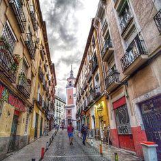 Lavapies... #madrid #places#lugares #people#gente#urbanscenes#escenasurbanas #Color #spring #primavera #sky #cielo#clouds #lavapies #lgv30 #wideAngle #granangular @lgespana