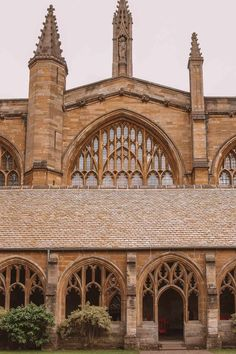 Oxford University boasts many magnificent buildings but which are the best and most beautiful colleges? Here are the top, according to an Oxford student! Oxford Student, Oxford College, New College, Oxford England, London England, Rhode Island, Cornwall England, Yorkshire England, Yorkshire Dales