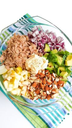Sałatka z tuńczykiem awokado i migdałami Healthy Meal Prep, Healthy Eating, Healthy Recipes, Lunch To Go, Best Appetizers, Food Inspiration, Salad Recipes, Food To Make, Good Food