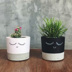 All Details You Need to Know About Home Decoration - Modern Cement Flower Pots, Concrete Planters, Diy Planters, Clay Pot Crafts, Concrete Crafts, Diy Home Crafts, Painted Plant Pots, Painted Flower Pots, Decorated Flower Pots