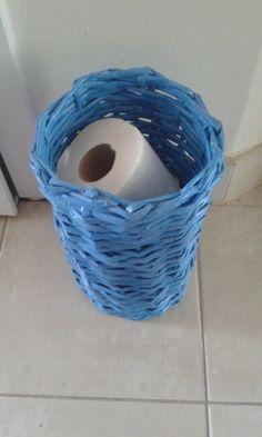 Košík pletený z papiera vhodný na toaletný papier