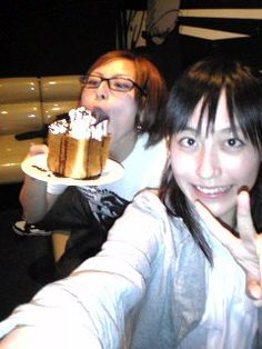 Young Rei and Momoko with honey toast.