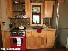 The Coloradans wanted a full gas range and stove, large sink and custom refrigerator in their home. (Tiny House Nation)