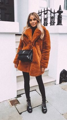 Choosing Your Fashion Photography School – PhotoTakes Winter Fashion Outfits, Fall Winter Outfits, Autumn Winter Fashion, Boho Fashion, Fashion Trends, Street Fashion, Womens Fashion, Mode Outfits, Trendy Outfits