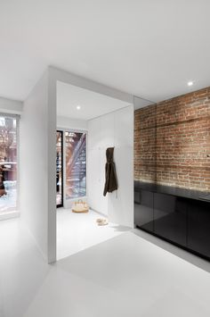 Modern white entryway in Montreal