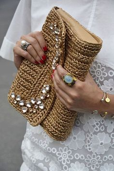 Crochet Bags: 25 Super Cool Inspirations to Increase Your Produc … – Bag İdeas Crochet Clutch Bags, Crochet Handbags, Crochet Purses, Crochet Bags, Armband Diy, Diy Sac, Embroidery Bags, Macrame Bag, Boho Bags